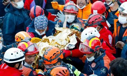 En video   Rescatan a una niña tres días después del sismo en Turquía