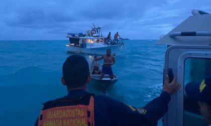 En video   Armada rescató ocho pescadores en San Andrés