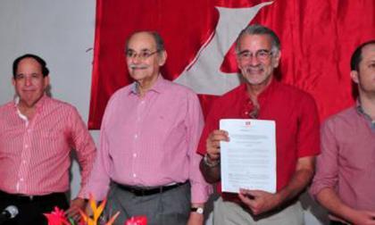 El fallecido dirigente liberal Horacio Serpa en un acto del partido junto al exgobernador Eduardo Verano.