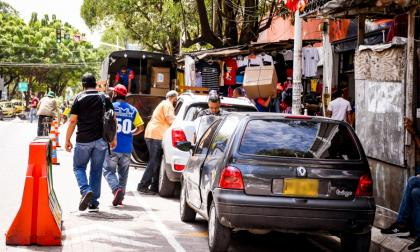 En video   Vía peatonal en el Paseo Bolívar, convertida en un parqueadero