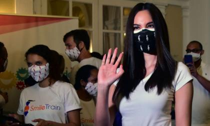 Catriona Gray a su llegada a uno de sus primeros eventos con las candidatas al Miss Universe Colombia.