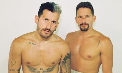 Así aparecen Mau y Ricky Montaner en el video de su nueva canción 'Ouch'.