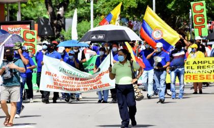 Centrales obreras marcharon contra medidas del Gobierno
