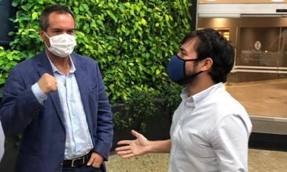 Jaime Pumarejo hablando con Neven Ilic.