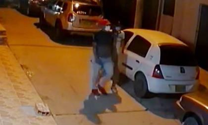 En video   Se roban vehículo en el barrio Los Robles de Soledad