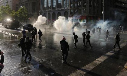 Marchas contra Piñera y violentos desmanes dejan 74 detenidos en Chile