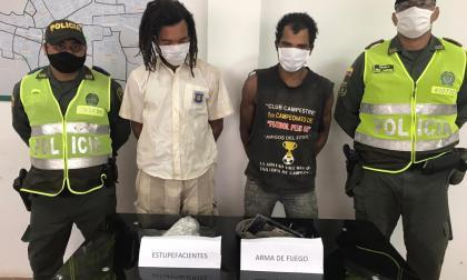Policía captura a dos hermanos por tráfico de estupefacientes