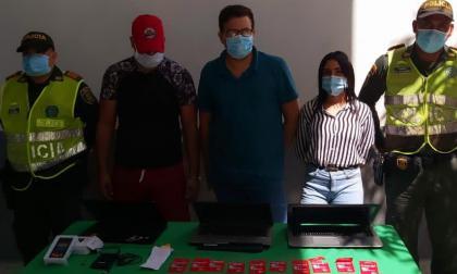 En video | Capturan a tres personas por delitos informáticos