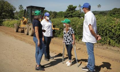 Inician obras en la vía Santa Cruz – Socavones – Pendales