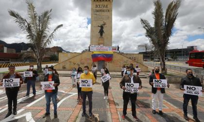Venezolanos en Colombia rechazan con plantón elecciones en su país