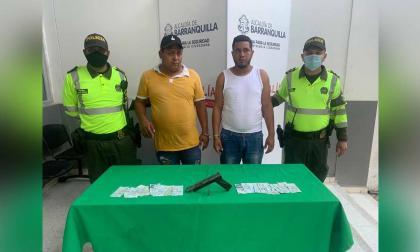Policía captura a dos presuntos atracadores de bus