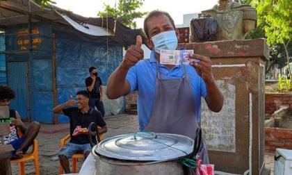 Un desconocido les regaló dinero a vendedores informales en Ciénaga