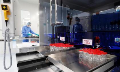 AstraZeneca investigará combinar su vacuna contra covid con la Sputnik rusa