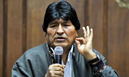 En video | El momento en que lanzan una silla a Evo Morales durante reunión
