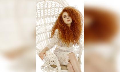 Daniella Mass es una polifacética cantante que tuvo sus orígenes en lo lírico.