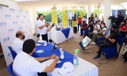Firman contrato para la normalización eléctrica de Puebloviejo