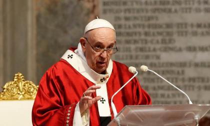 El papa dice que pandemia agravó crisis climática, alimentaria y migratoria