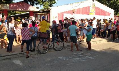 Aglomeraciones en Polonuevo por entrega de mercados