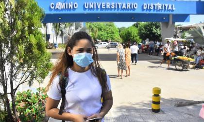 Maryoris Bolaño en el Camino, preocupada por la salud de su pequeño hijo de 17 meses de edad.