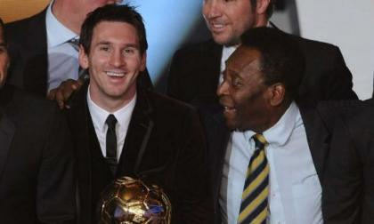 Pelé apuntó 643 goles con la elástica del Santos, Messi lo ha hecho con el Barça.