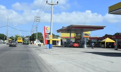 En medio de atraco hieren a bala a trabajador de gasolinera