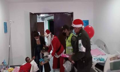 Policía entrega regalos a niños de zonas vulnerables del Magdalena