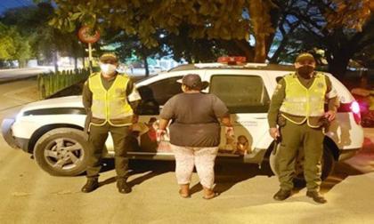 Capturada por inducir a su hijo a mendigar por las calles de Montería