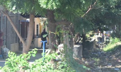 Riña a puñal en La Manga: un joven muerto