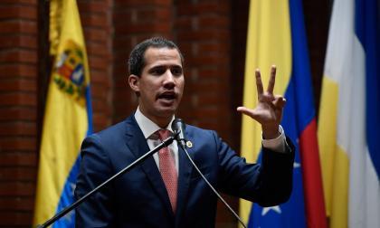 Guaidó instala en Venezuela un Parlamento continuista con menos apoyos