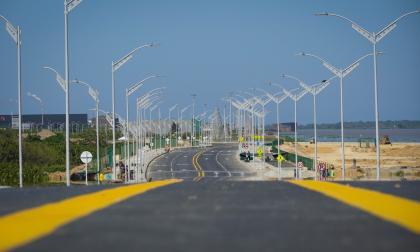 El nuevo tramo de la obra comprende 2,1 kilómetros de pavimento en asfalto a doble calzada y ciclovía.