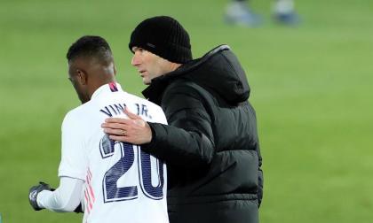 Zidane junto a Vinicius Jr.