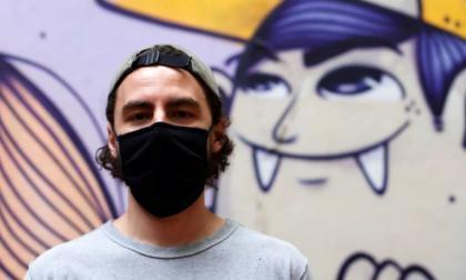 La sensación del grafiti brasileño del artista Thales Fernando Pomb