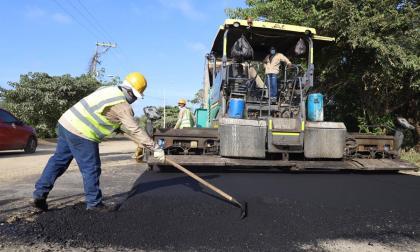 Las obras de pavimentación se ejecutan a lo largo de 9.46 kilómetros.