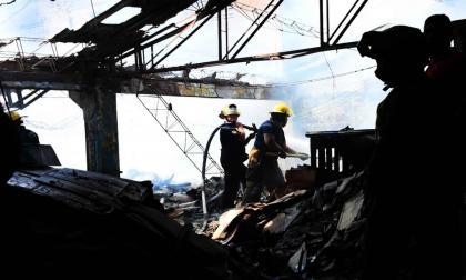Bodega que almacenaba cartones se incendió en la Murillo
