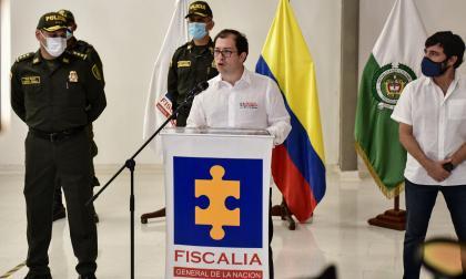 De izq. a der.: gral. Hoover Penilla, fiscal Francisco Barbosa y Jaime Pumarejo, alcalde de Barranquilla.