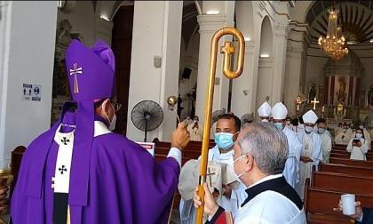 """""""No banalizar la vida"""", pidió monseñor Salas en exequias de obispo Piedrahíta"""