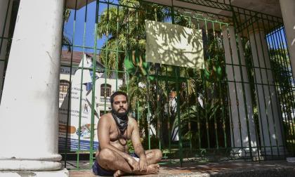 Hombre se declara en huelga de hambre por Bellas Artes