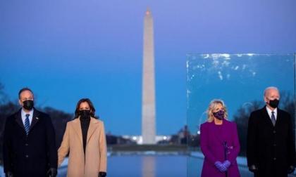 Biden y Harris homenajean a los 400.000 muertos por la pandemia en EE. UU.