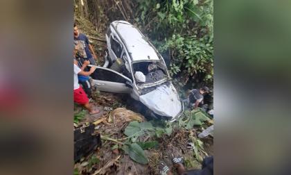 Muere mujer protegida, un hijo y su escolta en accidente de tránsito