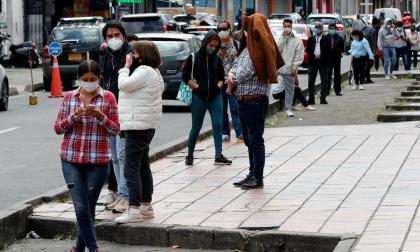 Los expertos piden medidas más fuertes para bajar el contagio y una renta básica para vulnerables.