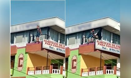 Policía evita que adolescente saltara de edificio