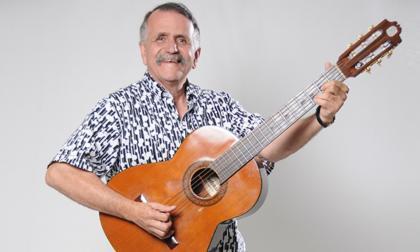 Álvaro Lemmon, humorista, cantante y guitarrista.