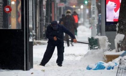 Nueva York suspende clases y vacunación ante la llegada de una gran nevada