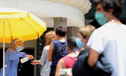 Argentina alarga medidas contra el virus mientras sigue lenta la vacunación
