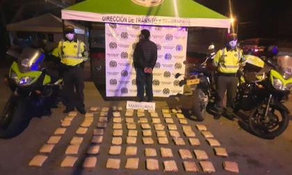 En Córdoba capturan a motociclista con 46 kilos de marihuana