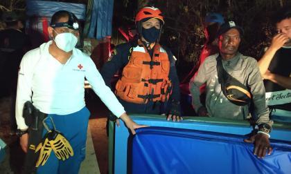 Damnificados recibieron colchonetas la noche de miércoles, luego del incendio registrado en Playa Blanca.