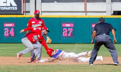 Puerto Rico amarra el segundo puesto y va a 'semis' en la Serie del Caribe