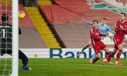 Phil Foden anotó el cuarto gol con un remate potente que Alisson no pudo contener.