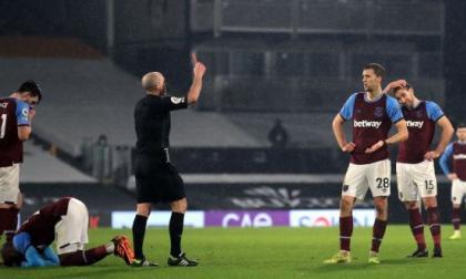 Una de las expulsiones fue en el duelo entre West Ham y Fulham.
