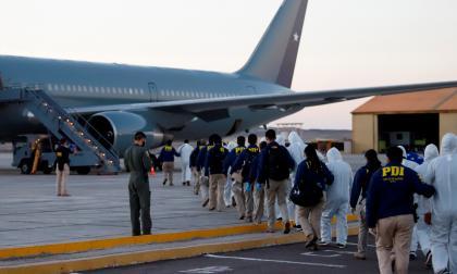Grupo de migrantes expulsados de Chile.